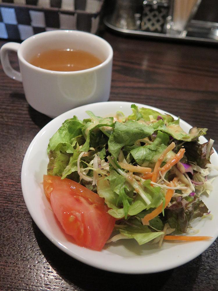 ランチのスープ、サラダ